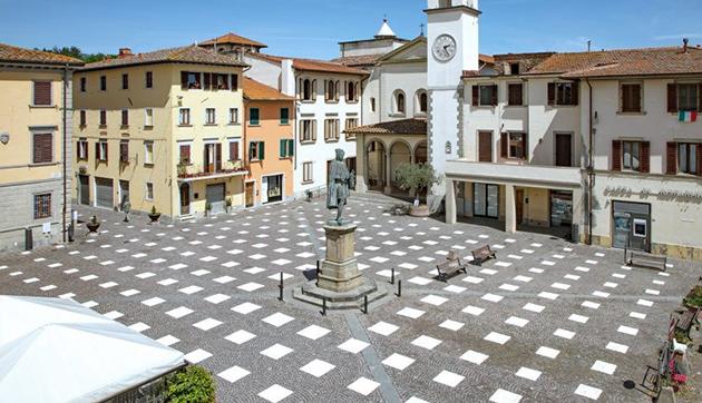 StoDistante Installation in Piazza Giotto, Italy
