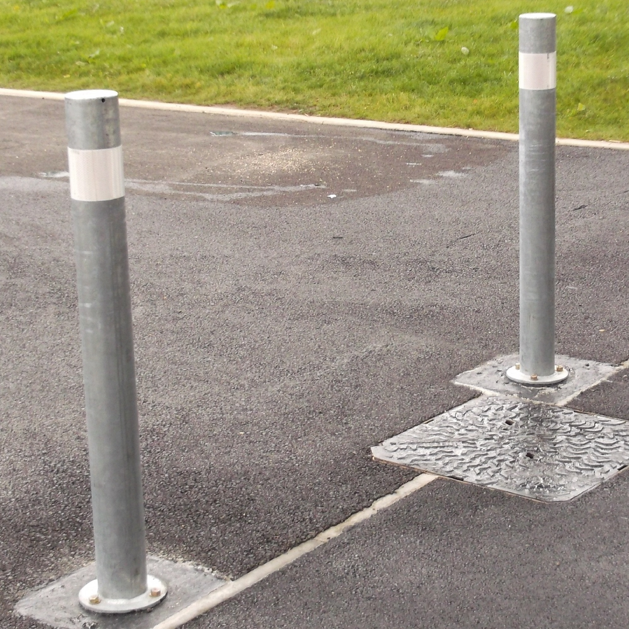 139mm Diameter Titan Steel Bollard